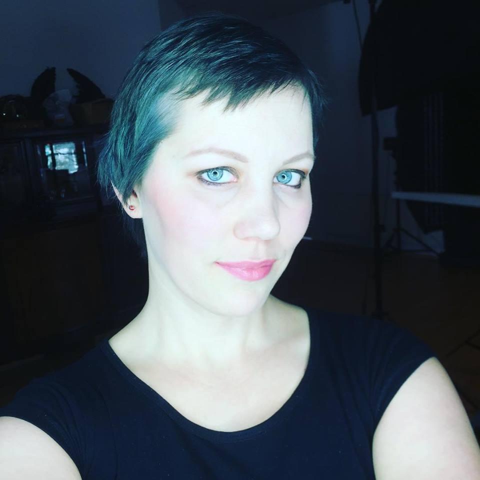 Blaue-Haare