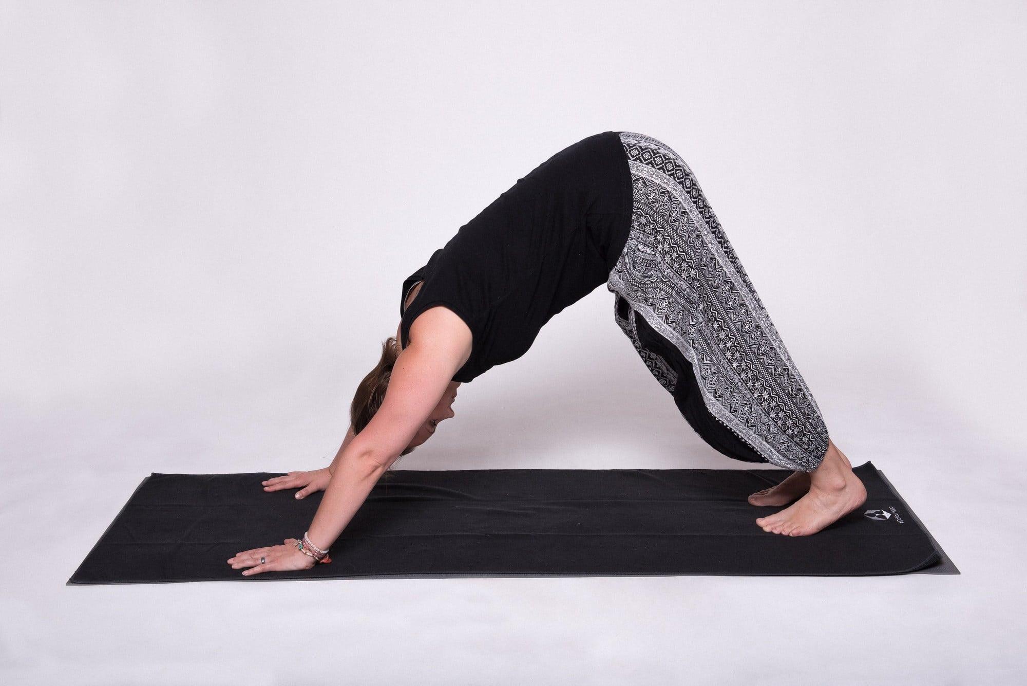 herabschauender Hund Christine Raab Yogamatte