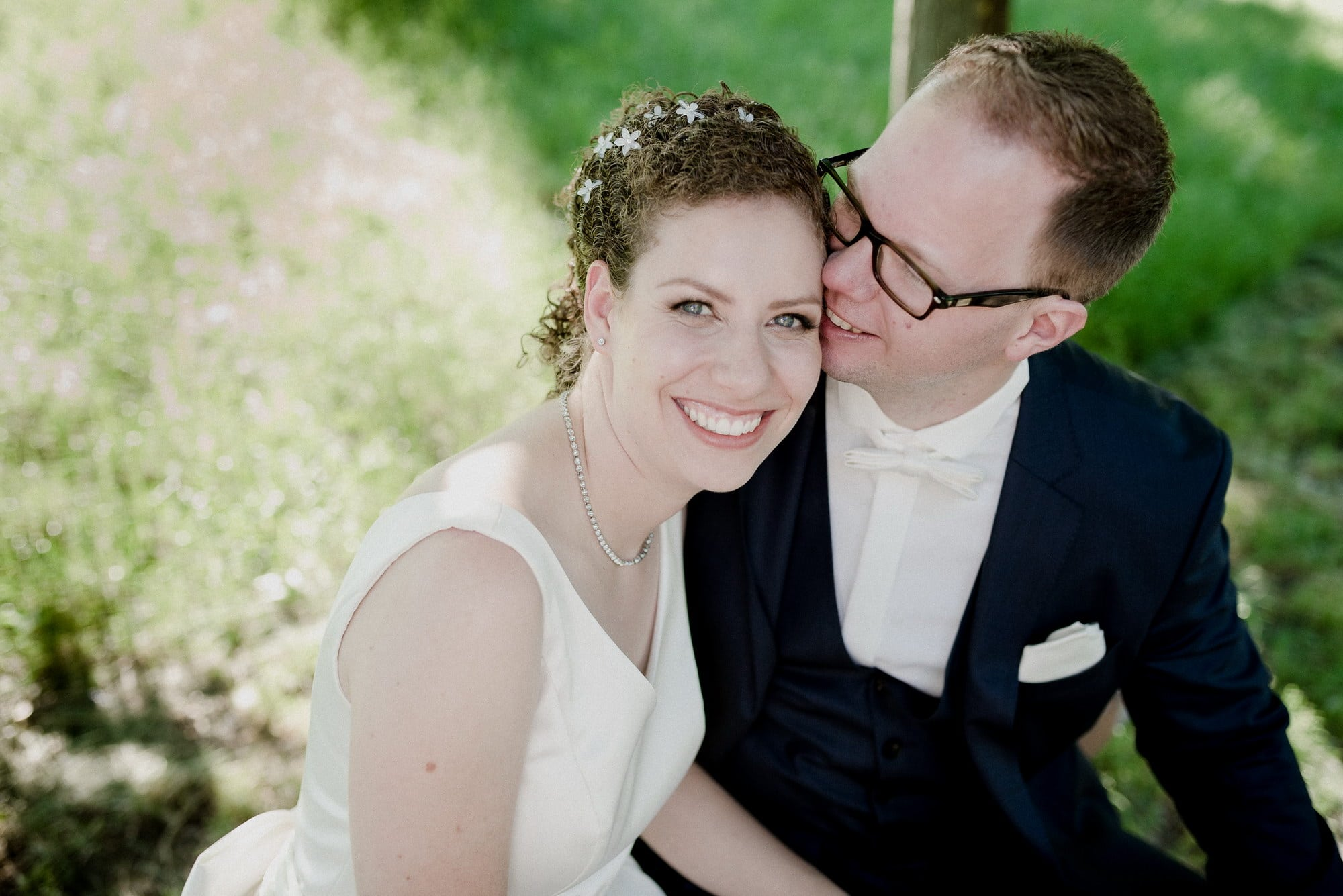 Brautpaar Brautkleid Haarschmuck Halskette