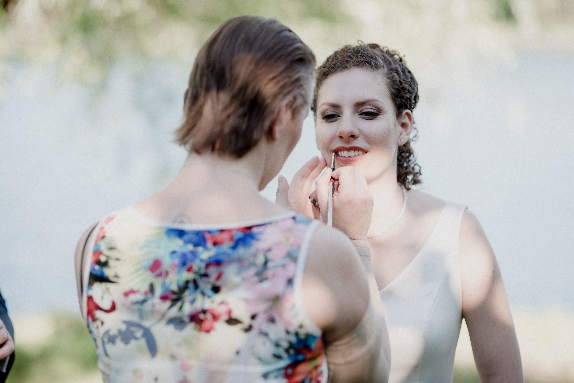 Christine Raab Brautstyling Lippen schminken Braut