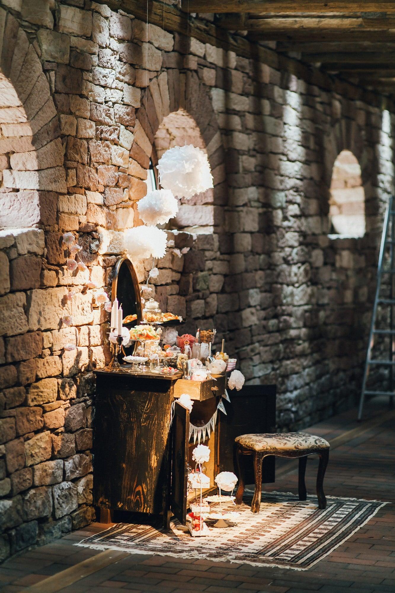 Steinmauer Candybuffet Kerzen Fachwerkhaus
