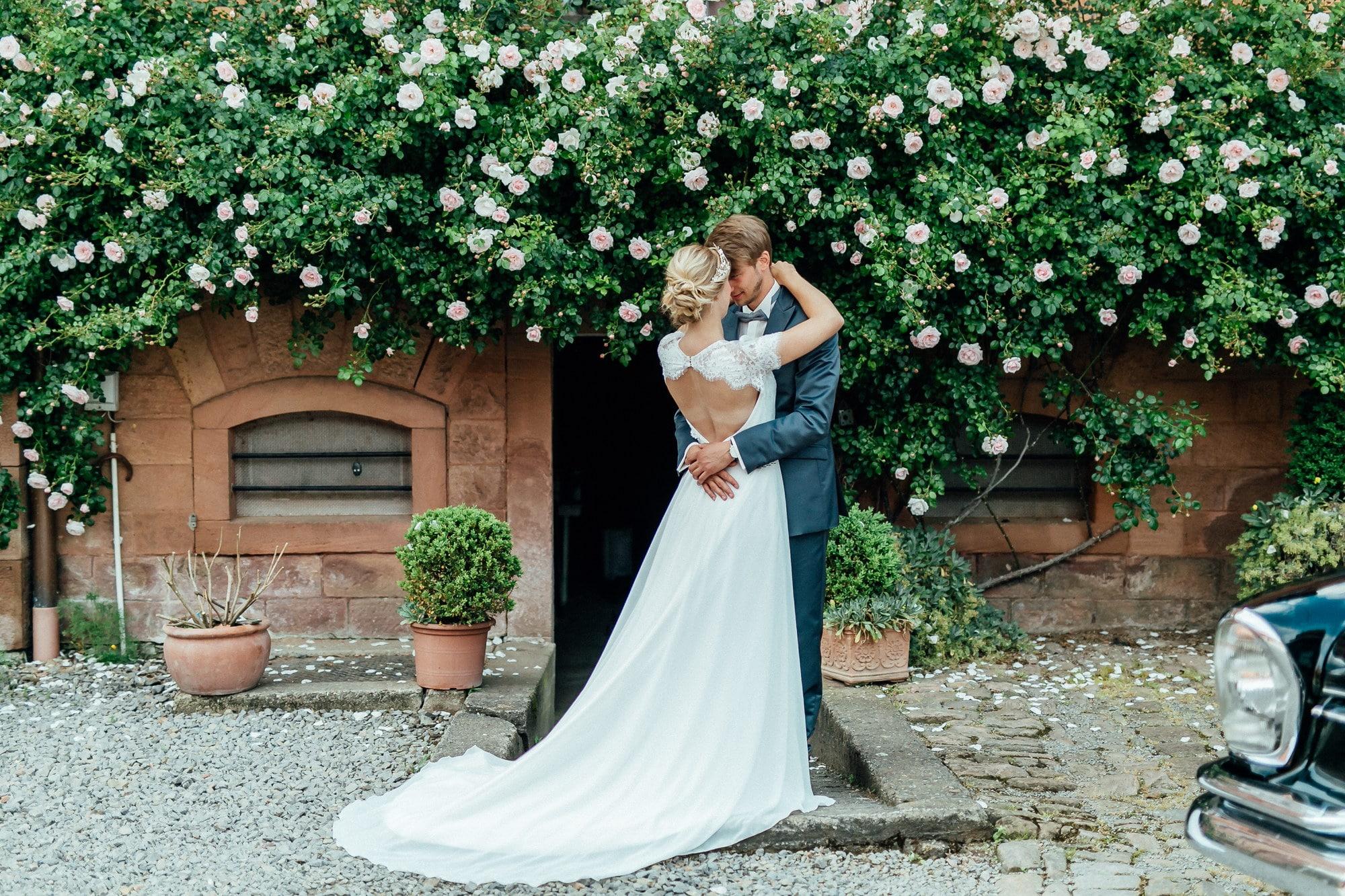 rückenfreies Brautkleid Schleppe Blumenranken