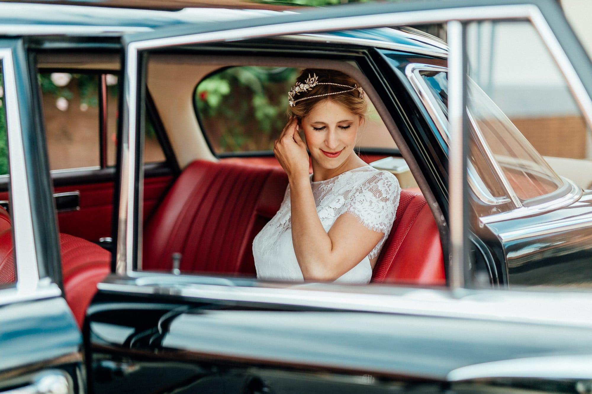 Hochzeitsauto Braut rote Sitze
