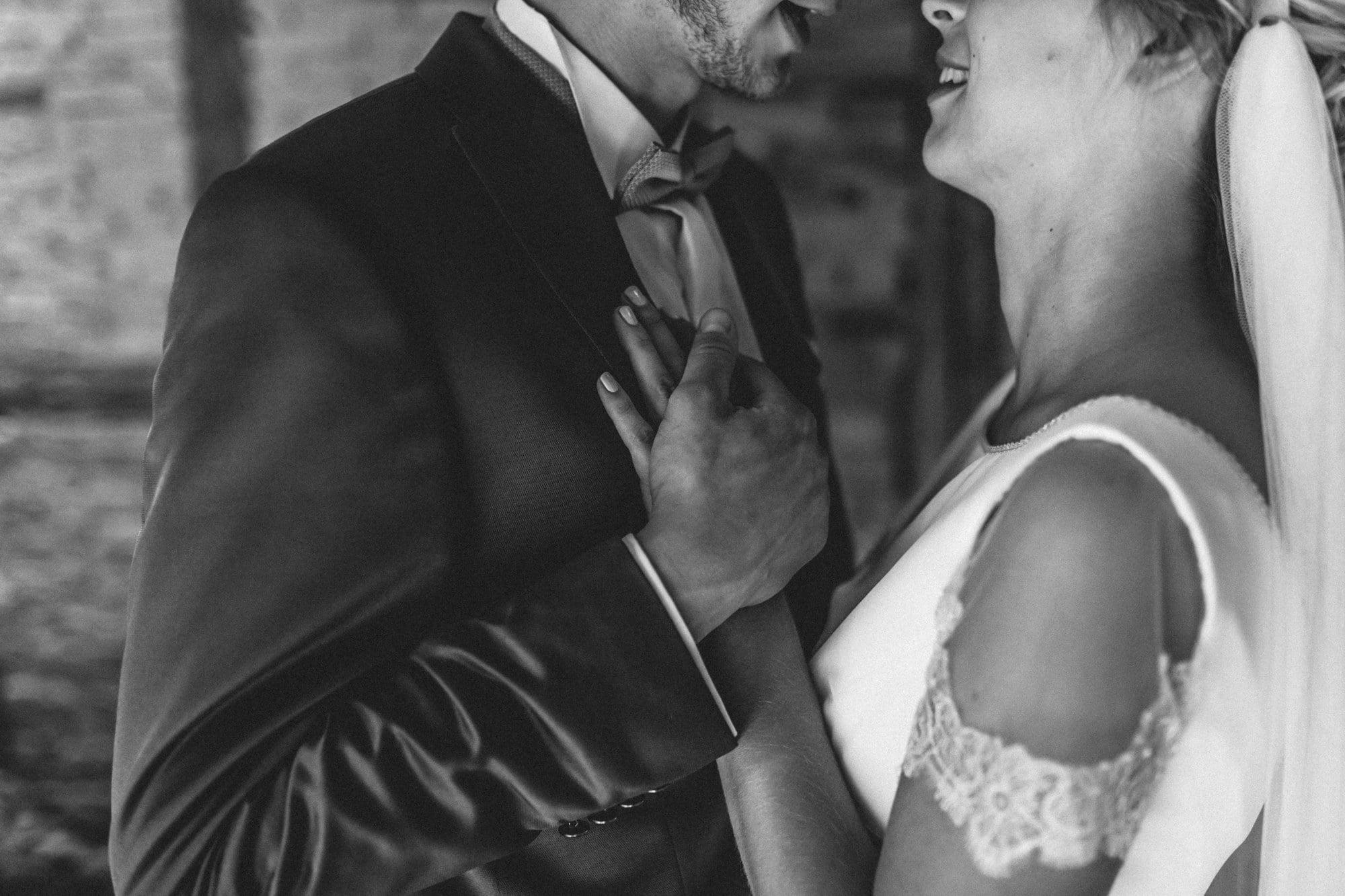 Schleier Hand halten Brautpaar