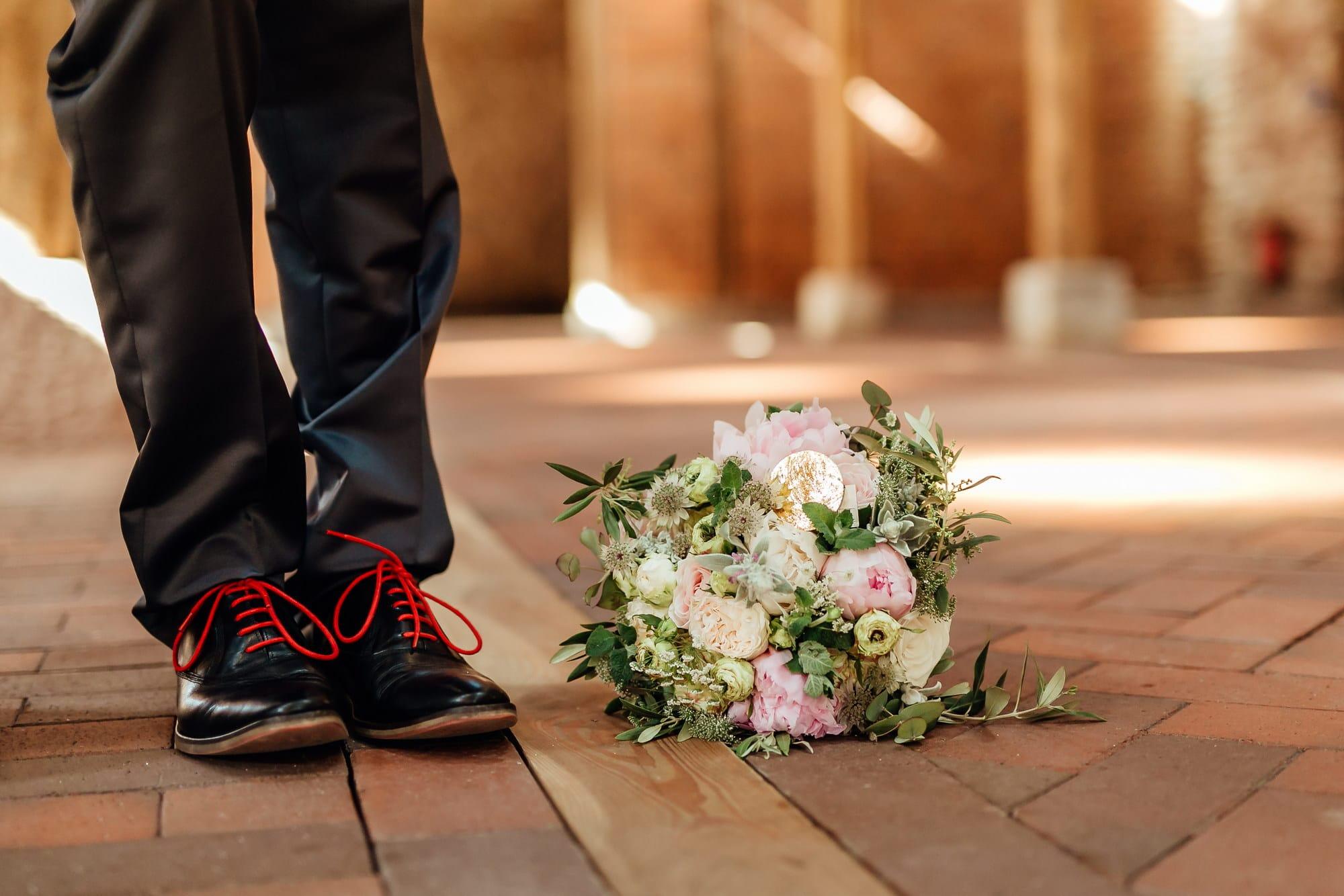 Steinboden Brautstrauß Schuhe