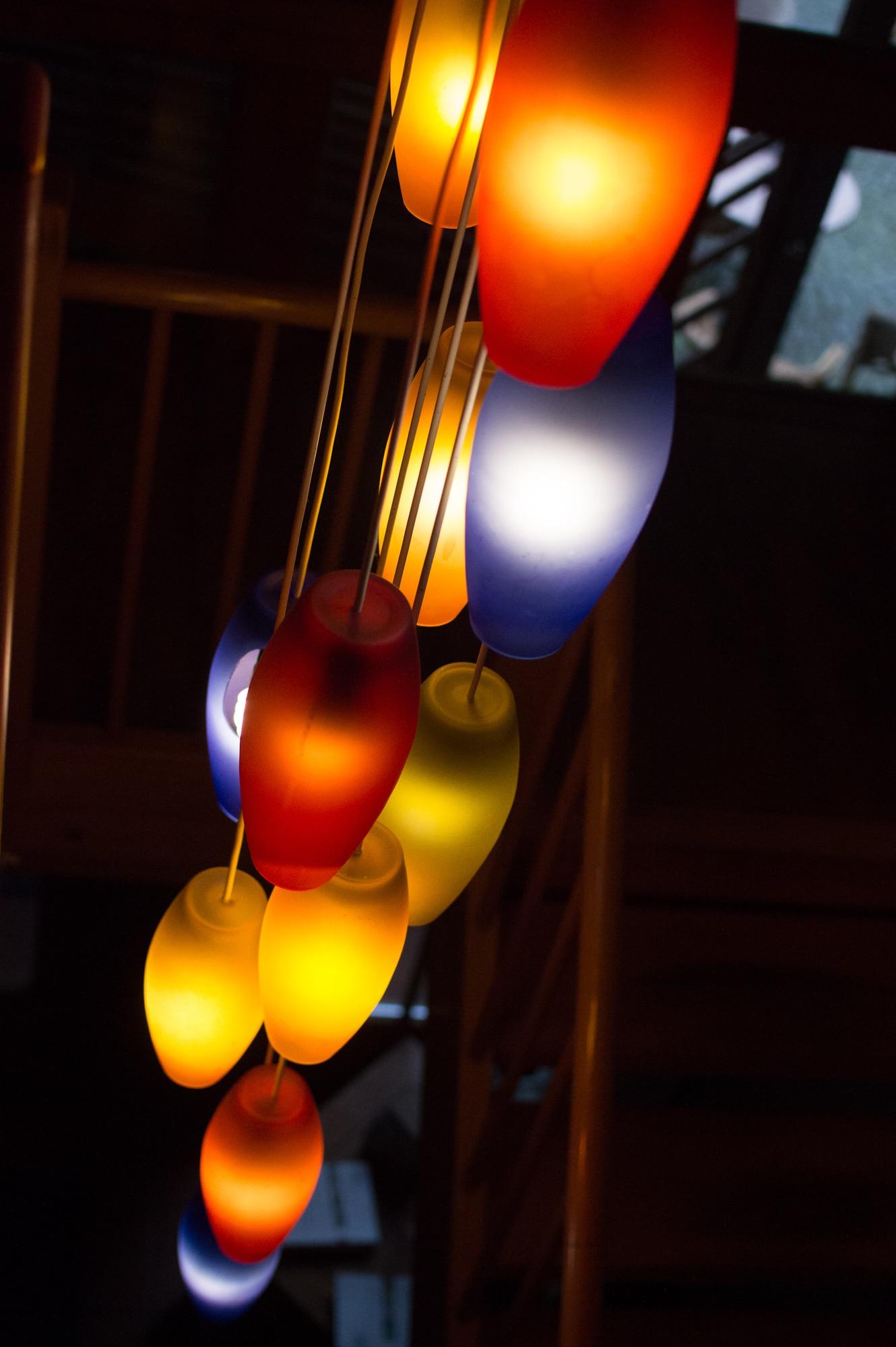 Lampen bunt gelb rot blau leuchten