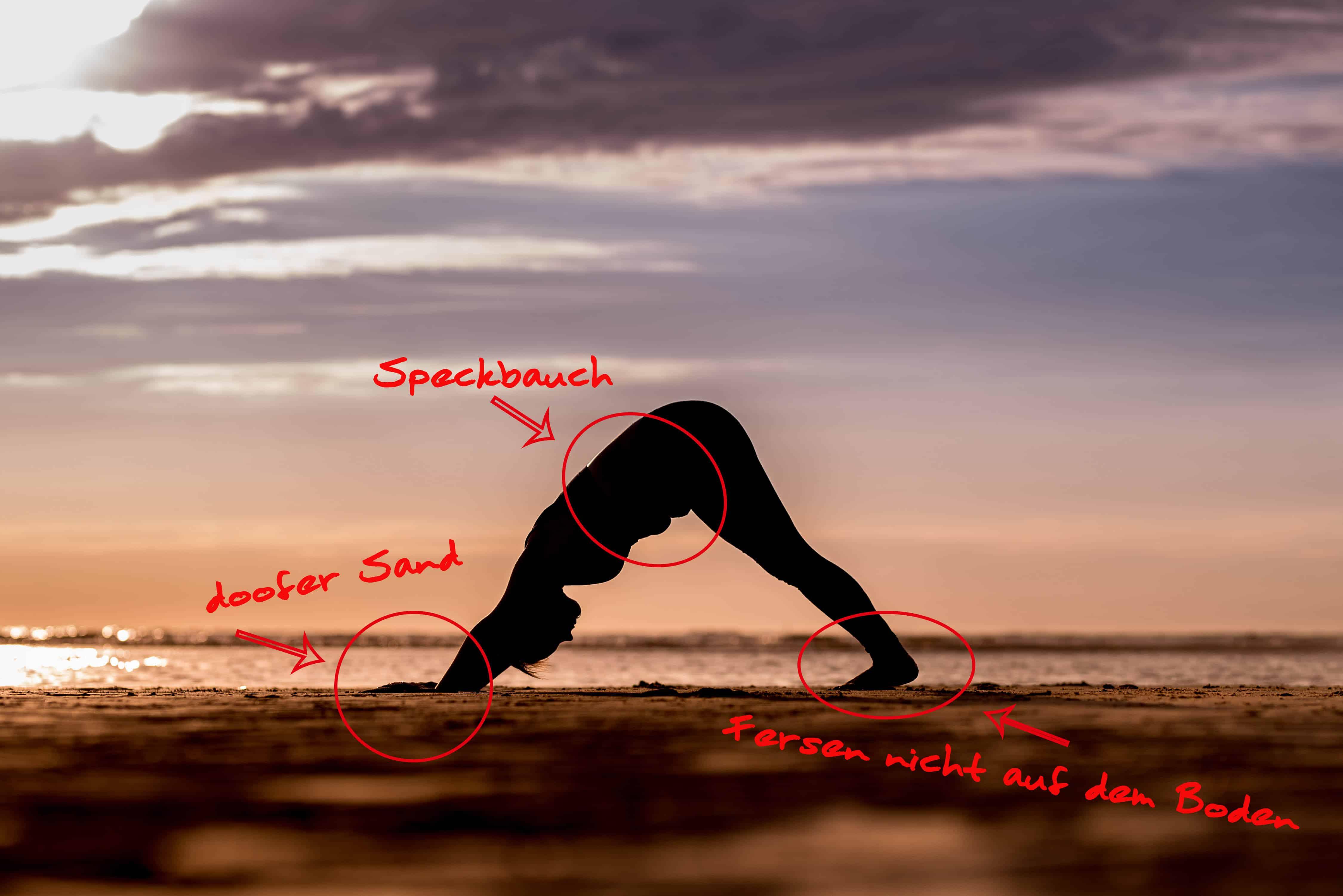 Yoga, Strand, Herabschauender Hund, Christine Raab, Selflove, morerealityonsocialmedia