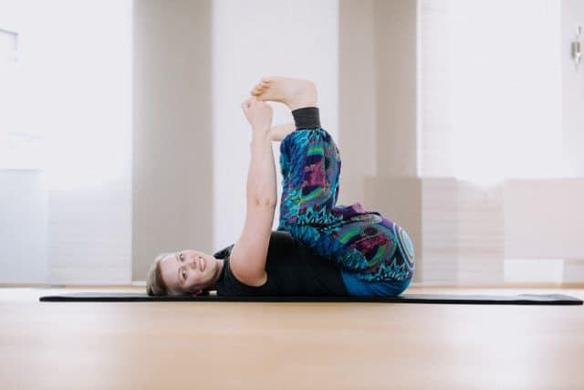 Yoga in Aschaffenburg mit Christine Raab - Happy Baby Pose