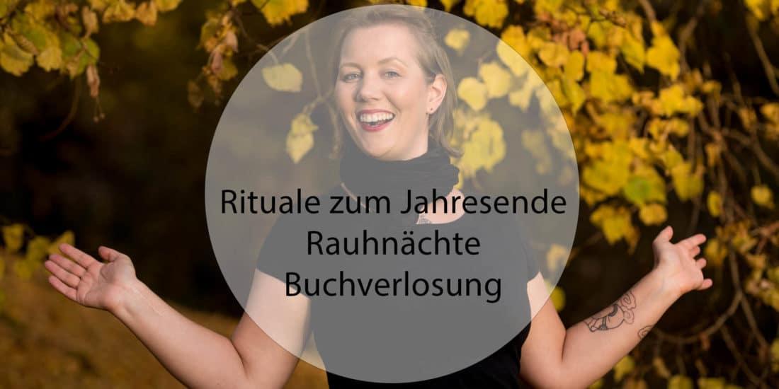 Vorschaubild Rituale zum Jahresende - Rauhnaechte - Buchverlosung - Christine Raab lachend im Herbst
