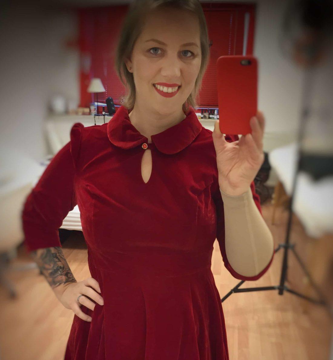 Christine Raab Christmas Weihnachten 2018 rotes Samtkleid